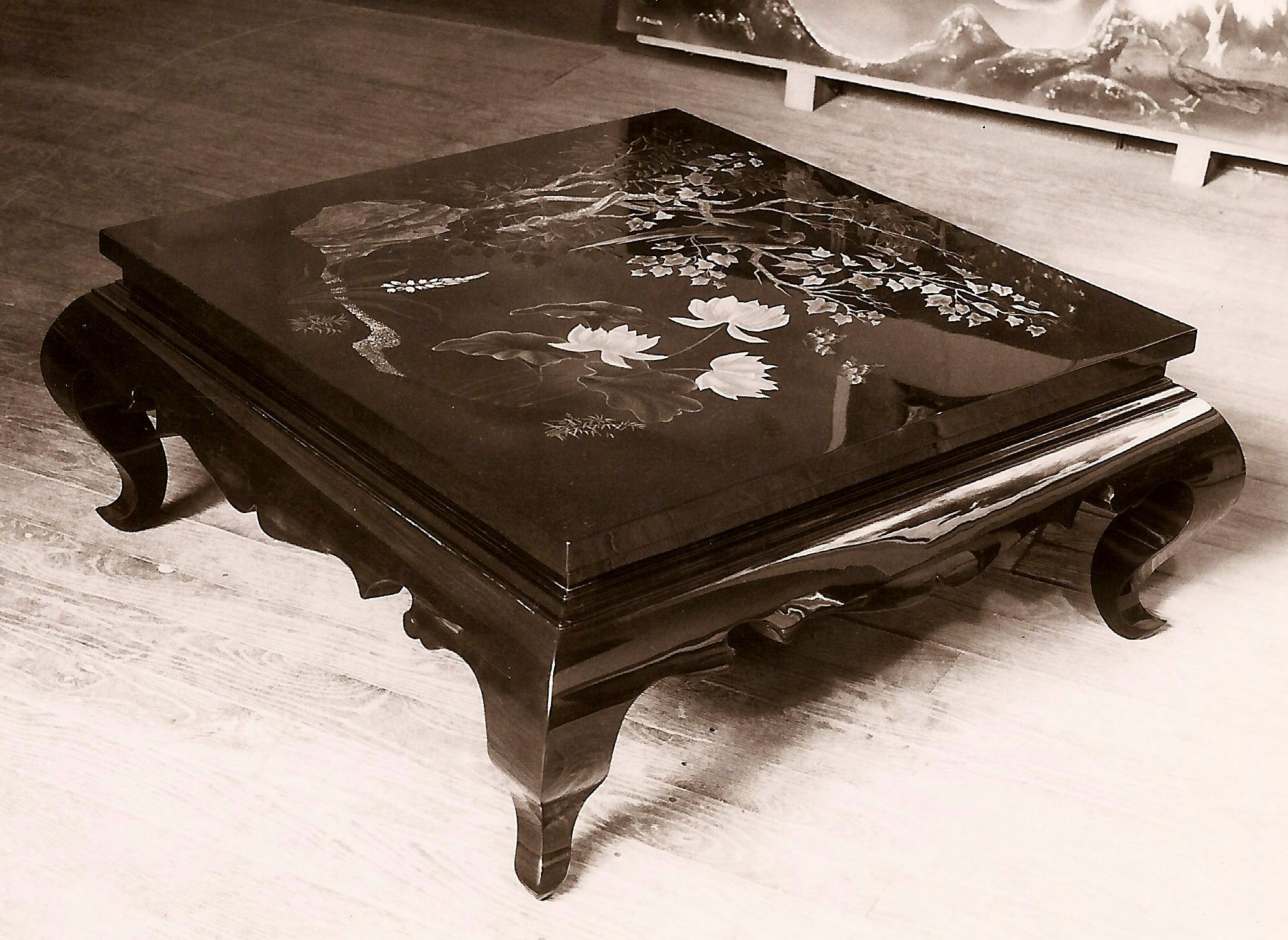 table basse carr e laqu e pierre paulin pierre paulin. Black Bedroom Furniture Sets. Home Design Ideas